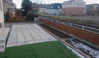 平板・人工芝・花壇