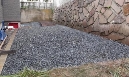 ビリ砕石敷設