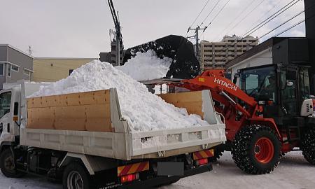 シーズン週一排雪作業積み込み1