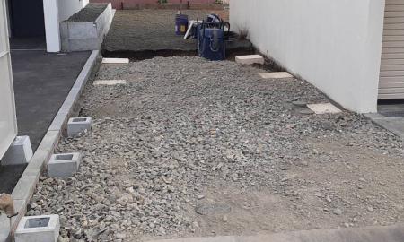 砕石路盤/基礎ブロック設置