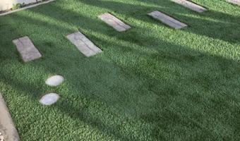 人工芝とコンクリート板施工