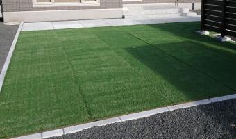 平板と人工芝施工